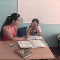 Студенты помогают приемным детям освоить знания